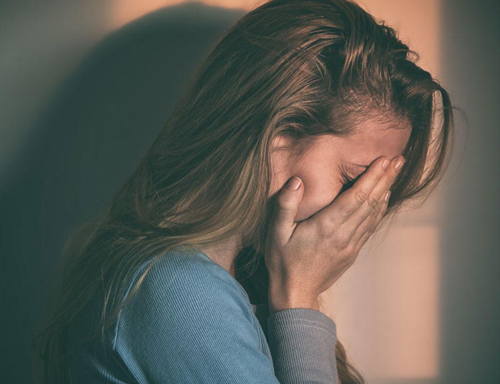 از نشانه های کمبود اعتماد به نفس در خانم ها میتوان به احساس گناه هم اشاره کرد