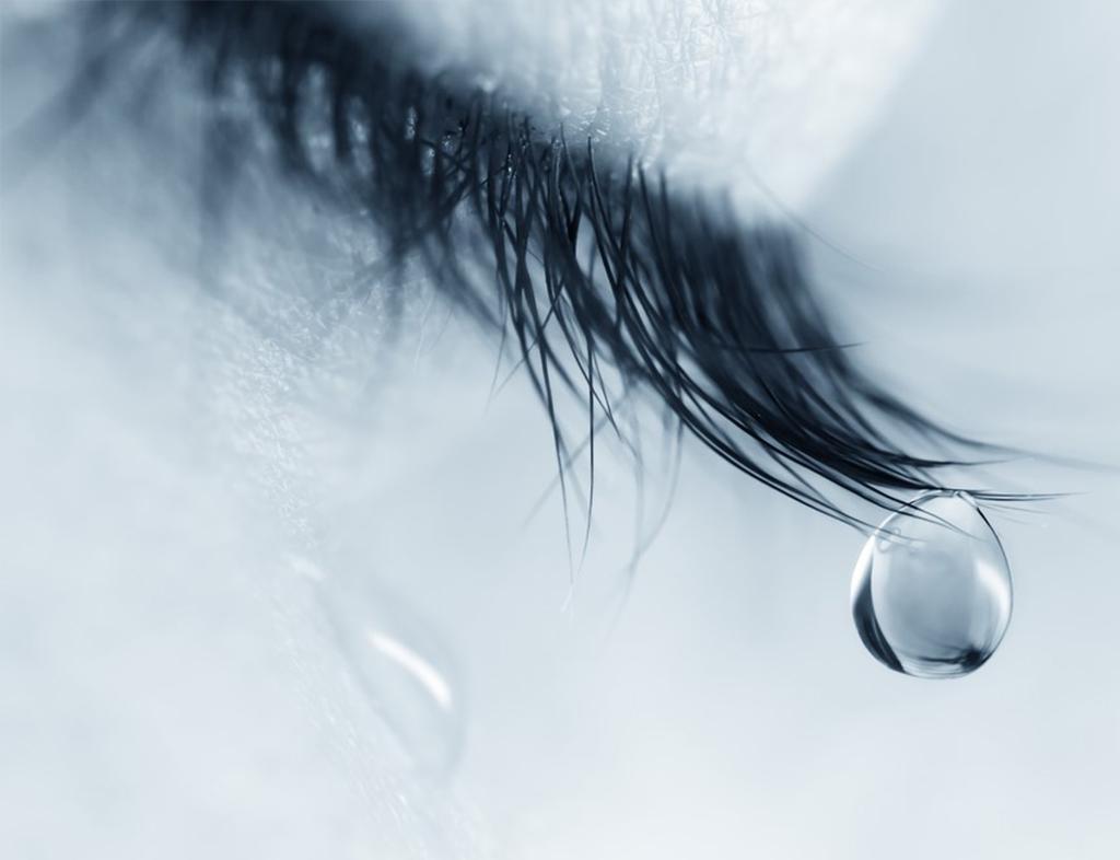هرگز به او نگویید که گریه کردن کار مردان نیست