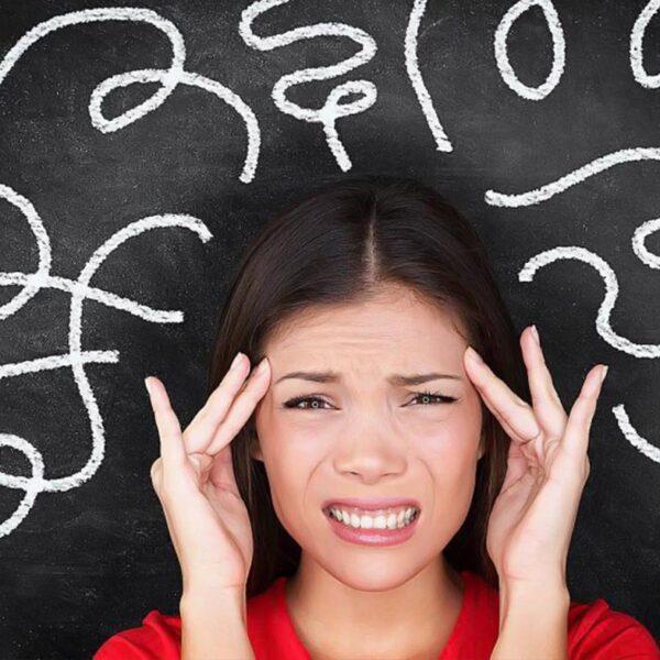 افکار منفی تکرارشونده از کجا میآیند؟ چرا عذاب میکشیم؟