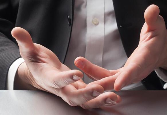 علائم زبان بدن افراد دروغگو تند شدن تنفس است.