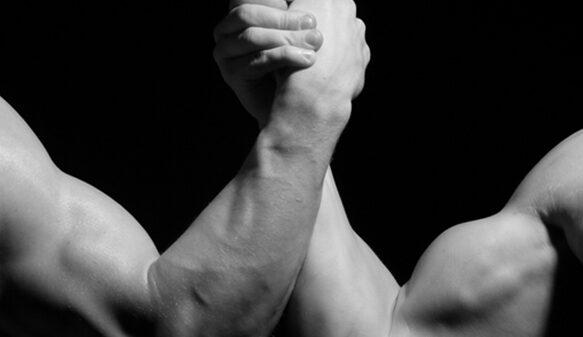 مردان با اعتماد به نفس پایین در مقابل مردان با اعتماد به نفس بالا