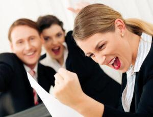 رازهای موفقیت شغلی را که یاد بگیرید، پول، ثروت، اعتبار به سمتتان میآیند