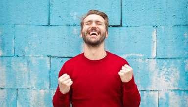 با ما همراه باشید تا از راهکارهایی برای داشتن زندگی شاد برایتان بگوییم: