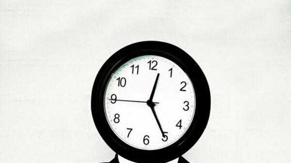 عوامل هدر دادن عمر چیست ؟| مدیریت زمان را بدست بگیرید