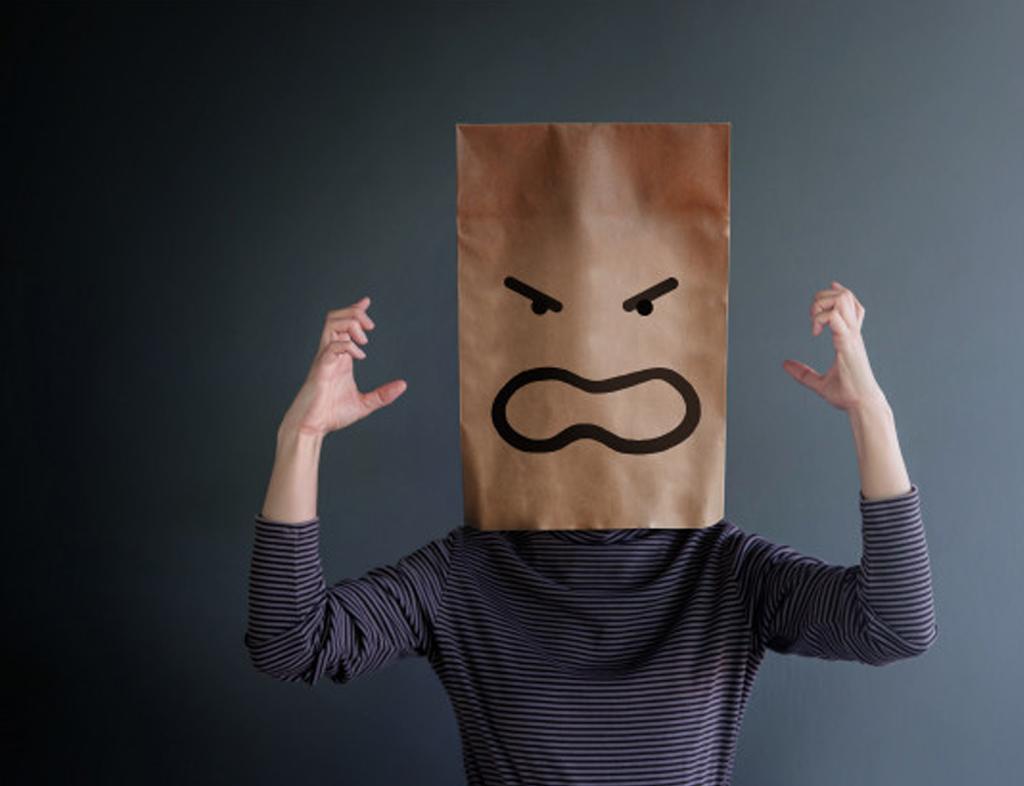 مدیریت خشم و کنترل اعصاب سرکش و تندی که باعث میشود فریاد بزنید و دعوا راه بیندازید، ضروری است. زمانی که خشمگین و عصبانی میشوید، رفتارهای ناخوشایندی از خود بروز میدهید