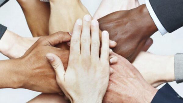 نحوه بالا بردن روابط اجتماعی با 8 راه حل