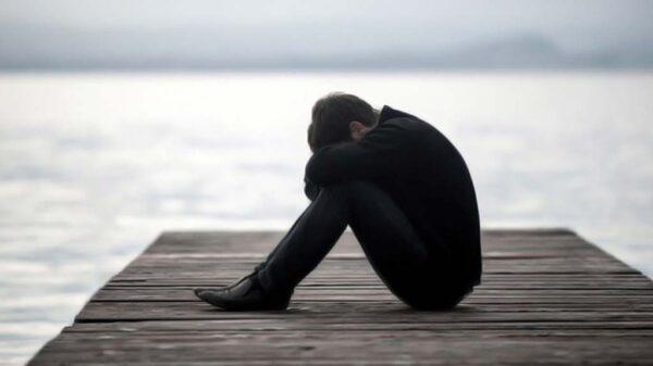 چرا به پشیمانی های عذاب آور مبتلا می شوید؟ از عوامل تا راههای مقابله