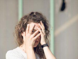 احساس شرم و نشانههایی که در رفتار بروز میکند