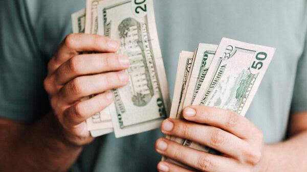 یک توصیه افراد ثروتمند اینست که به بهانه خرید کردن