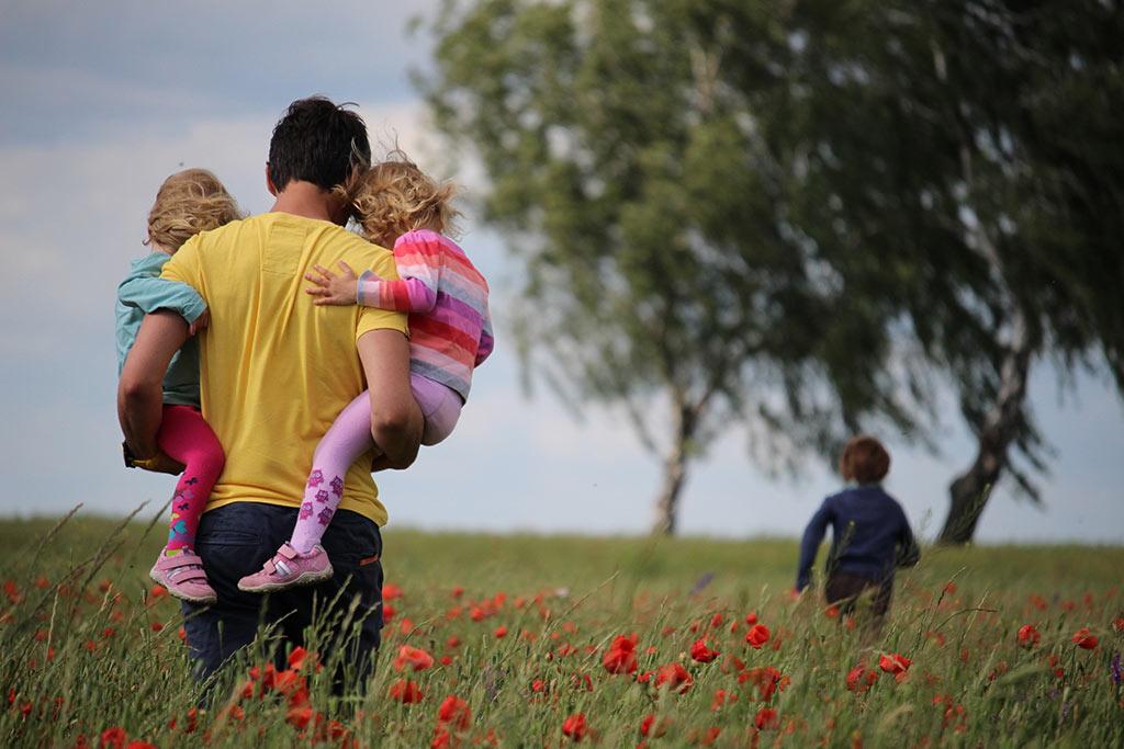 نقش خانواده در شکل گیری شخصیت فرزندان چگونه است؟