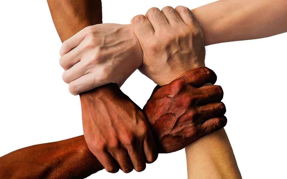 نژاد پرستی را تا چد مزموم و ناپسند می دانید