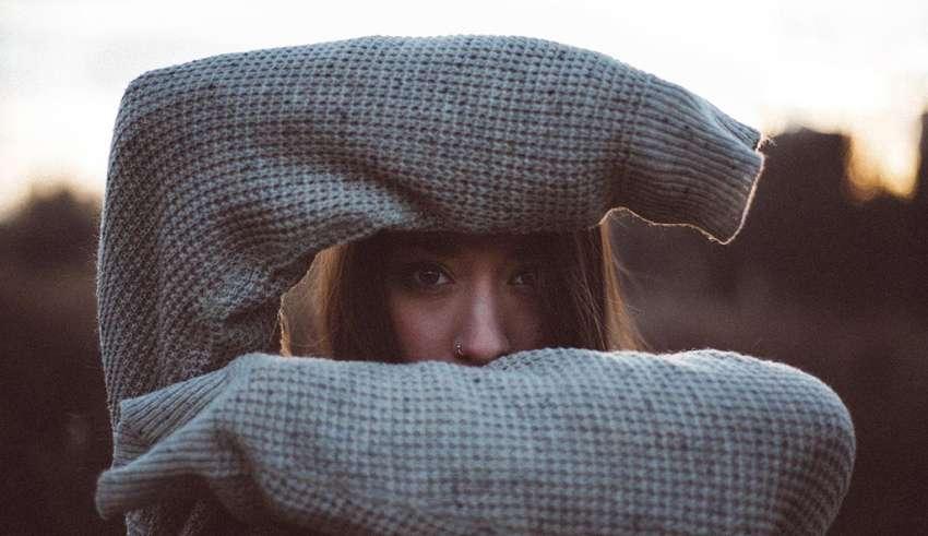چطور می توانیم کم رویی و خجالتی بودن را درمان کنیم؟