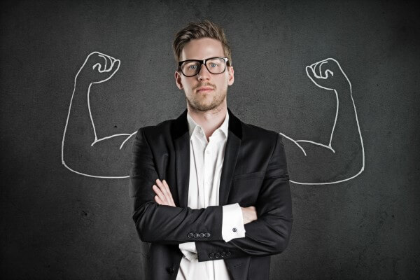 چرا به اعتماد به نفس کاذب و خود شیفتگی مبتلا می شویم و چه باید کنیم؟