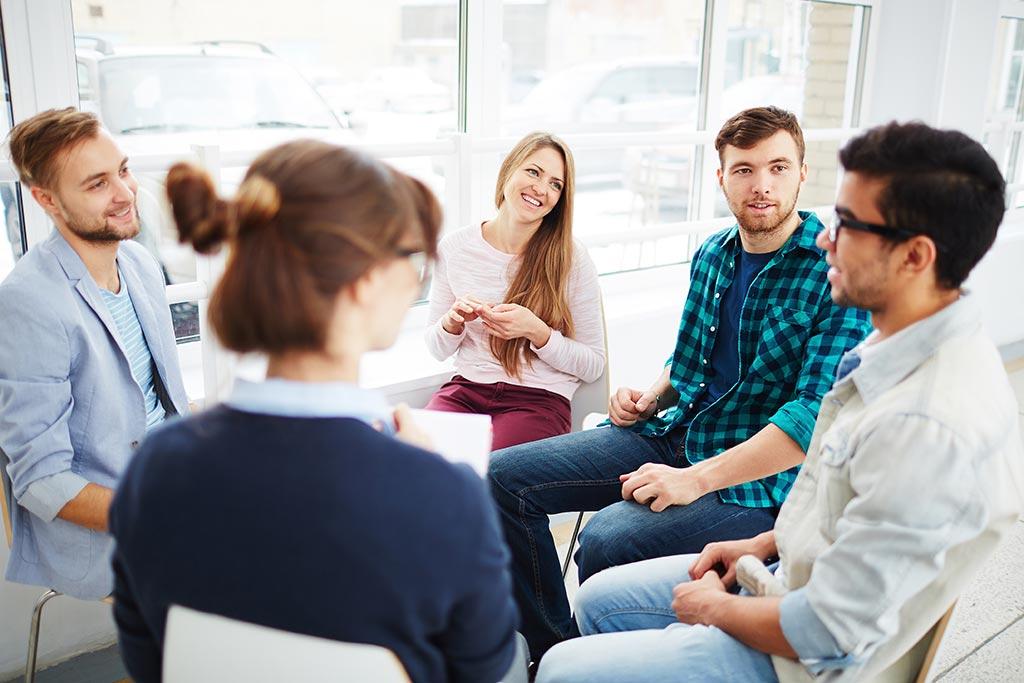 صحبت کردن در جمع